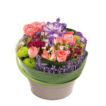 round arrangement in pink and lilac colours